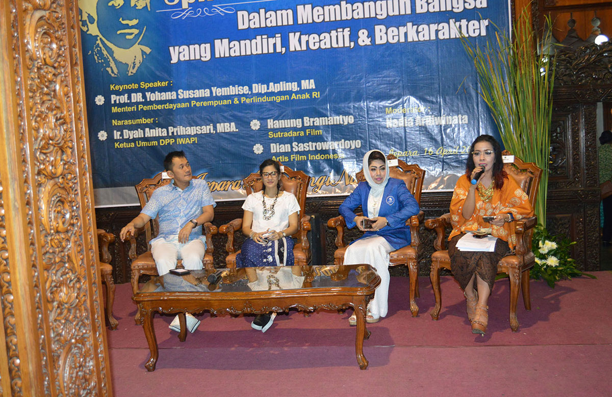 <a  style='text-decoration: none; font-weight:bold;' href=http://redwhitecommunication.com:80/index.php/_home/news/id/NzI=.php>Dian Sastro Ramaikan Festival Kartini IV di Jepara</a>