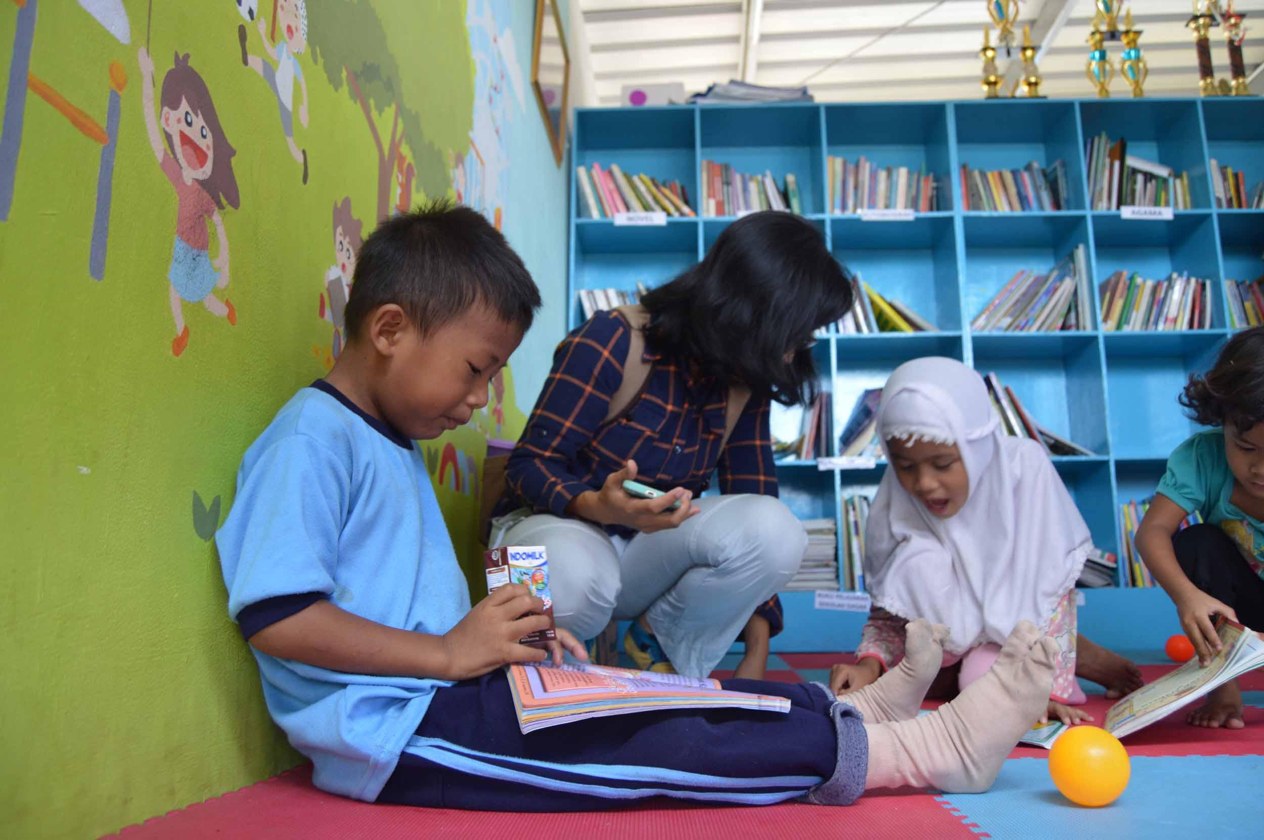<a  style='text-decoration: none; font-weight:bold;' href=http://redwhitecommunication.com:80/index.php/_home/news/id/MTAw.php>Jiwasraya Renovasi Perpustakaan RPTRA Bahari Gandaria Selatan dan RPTRA Sungai Bambu</a>