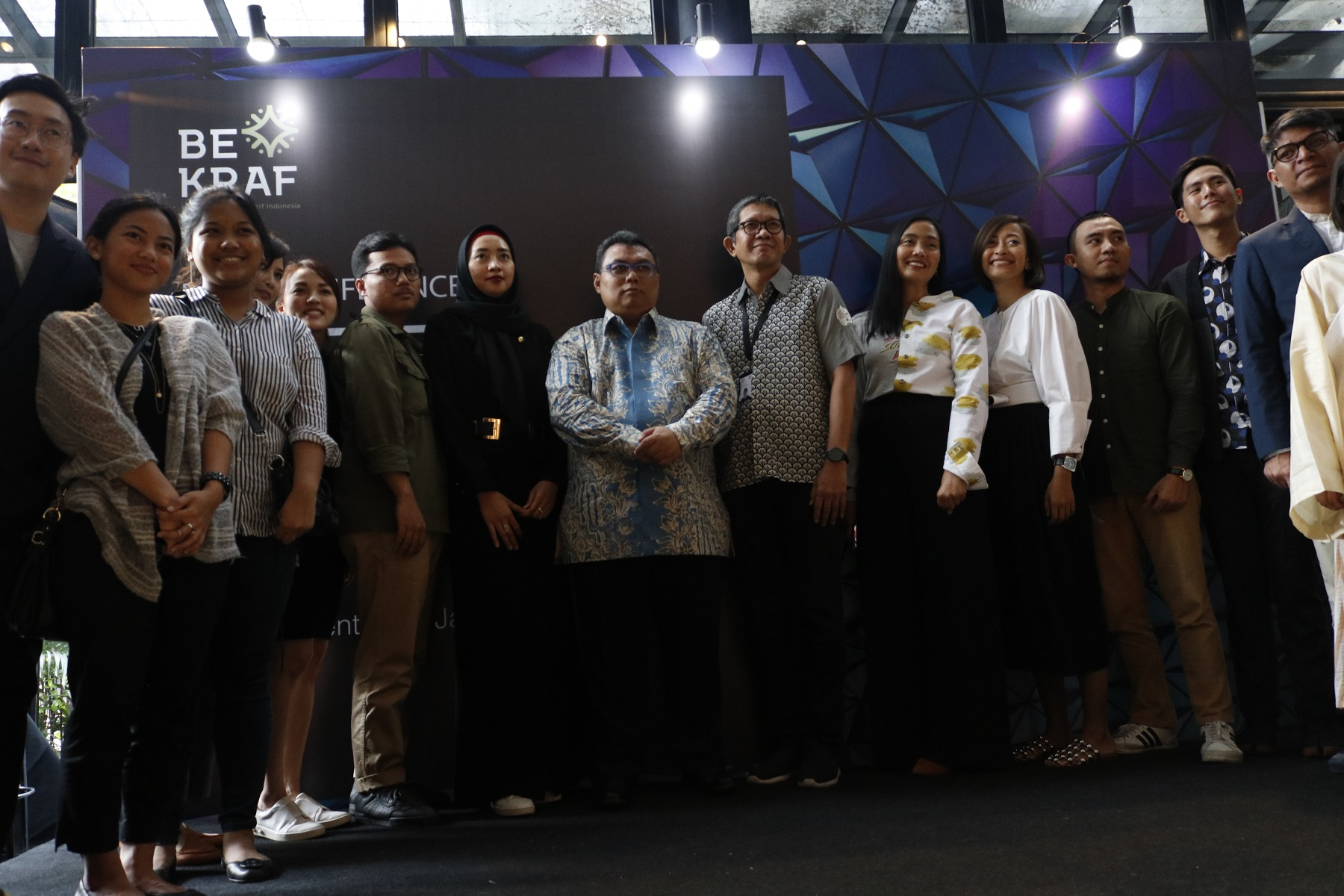<a  style='text-decoration: none; font-weight:bold;' href=http://redwhitecommunication.com:80/index.php/_home/news/id/MTQ2.php>14 Jenama Lokal Indonesia Tampil dalam Rising Fashion 2018 di Singapura</a>