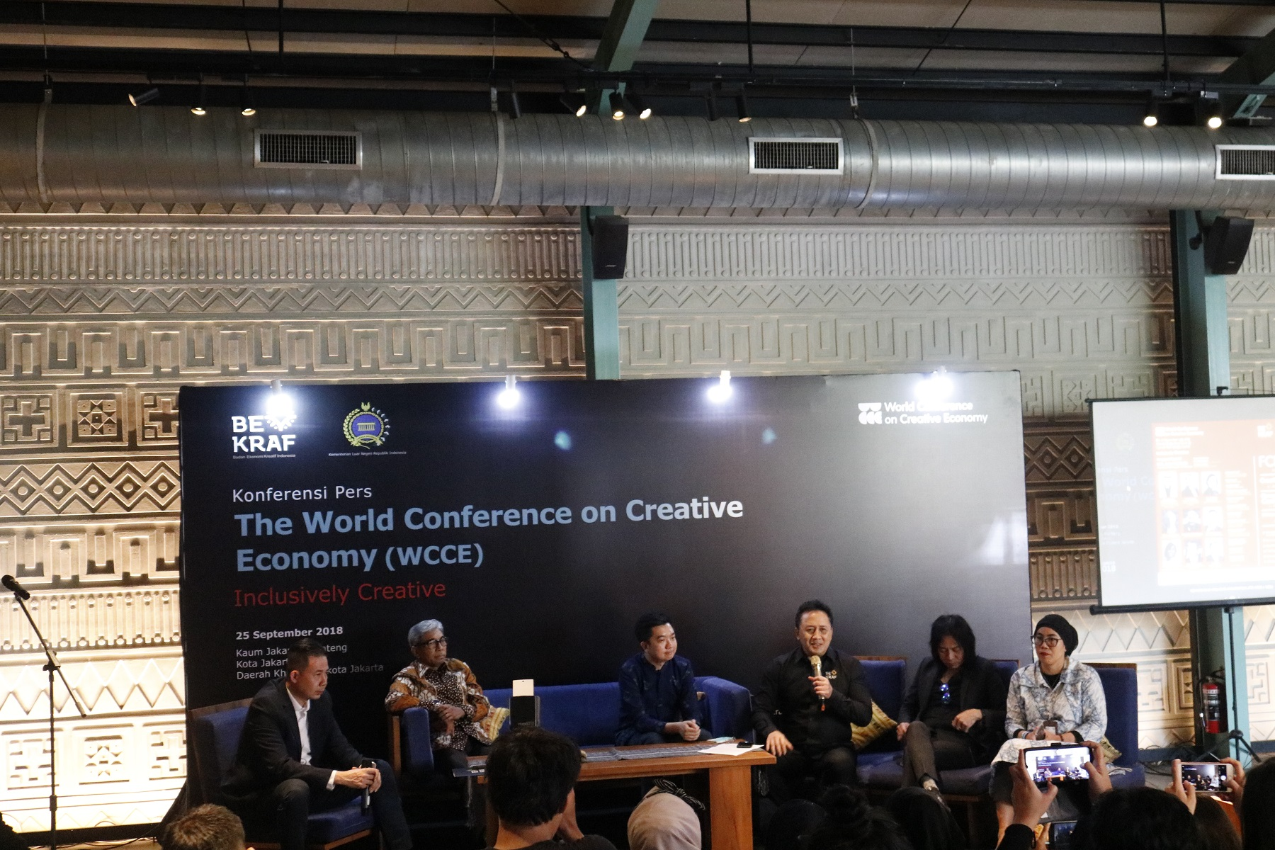 <a  style='text-decoration: none; font-weight:bold;' href=http://redwhitecommunication.com:80/index.php/_home/news/id/MTUz.php>BEKRAF DAN KEMLU GELAR  WORLD CONFERENCE ON CREATIVE ECONOMY (WCCE) 2018</a>